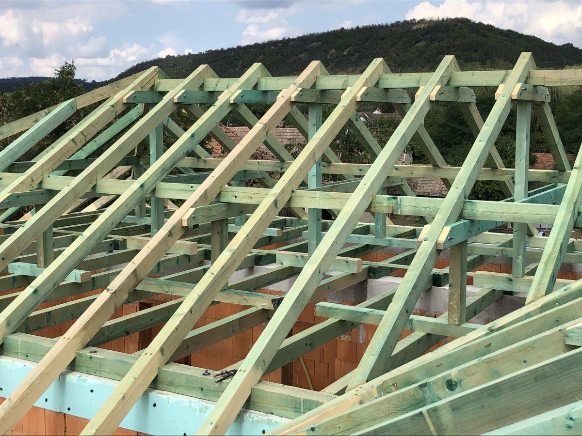 Tetőszerkezetek építése